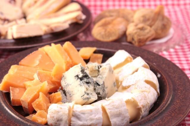 愛犬にチーズをあげる目安の量は?与えるときの注意点と上手な活用法